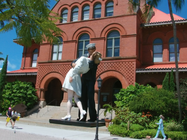Key West Lovers Kissing
